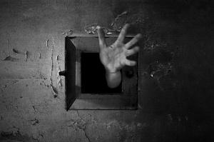 prison-hand-hole
